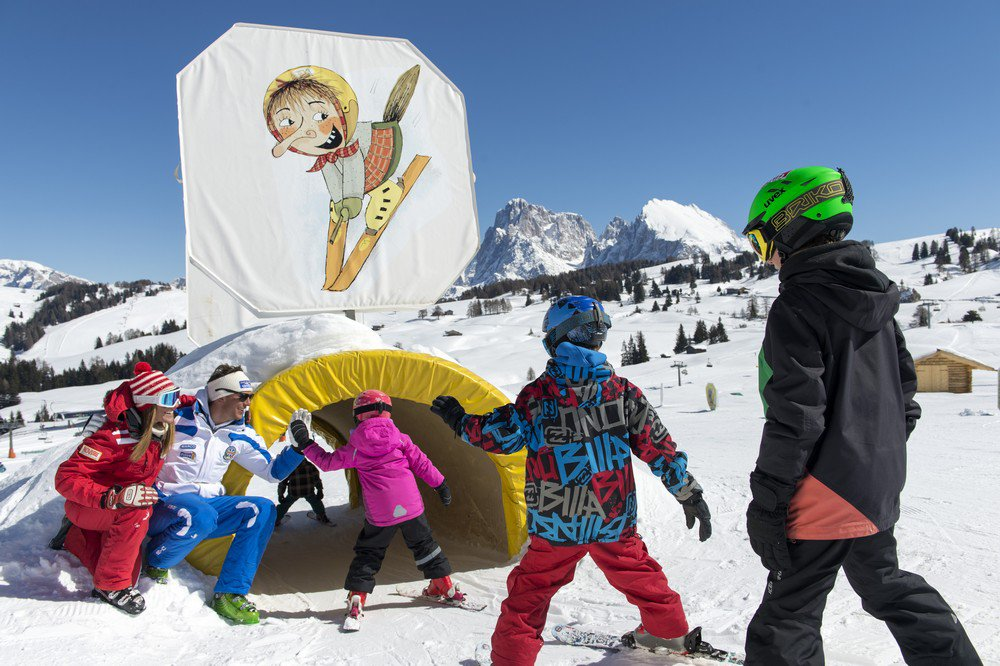 Pure adventure holiday: Ski holiday with children and the witch Nix!